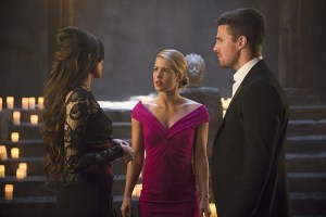 """Arrow -- """"Genesis"""" -- Image AR420b_0083b.jpg -- Pictured (L-R): Gabriella Wright as Esrin Fortuna, Emily Bett Rickards as Felicity Smoak and Stephen Amell as Oliver Queen -- Photo: Diyah Pera/The CW -- © 2016 The CW Network, LLC. All Rights Reserved."""