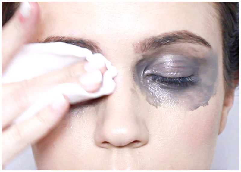 Don T Scrub Your Eyes Hard When Removing Makeup Or Skin Will Start To