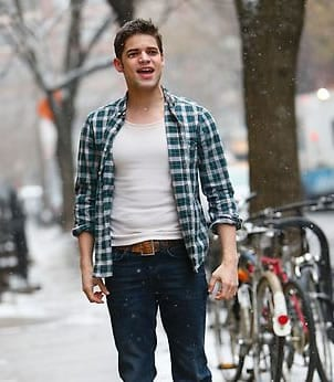 Jimmy (Jeremy Jordan), in a highly symbolic number, sings a sad song about his sad life to himself.