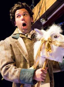 Alex Mansoori as a horse in Bastianello (Photo courtesy of UrbanArias)