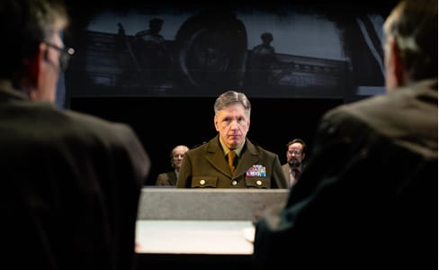 Bruce A. Rauscher as Colonel Lawson. Background: Kim Curtis as Emil Hahn, Tom Fuller as Frederick Hoffstetter. (Photo: Johannes Markus)