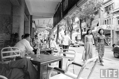 Givral trên đường Tự Do ở Saigon (Circa 1960). Nguồn TIME Magazine