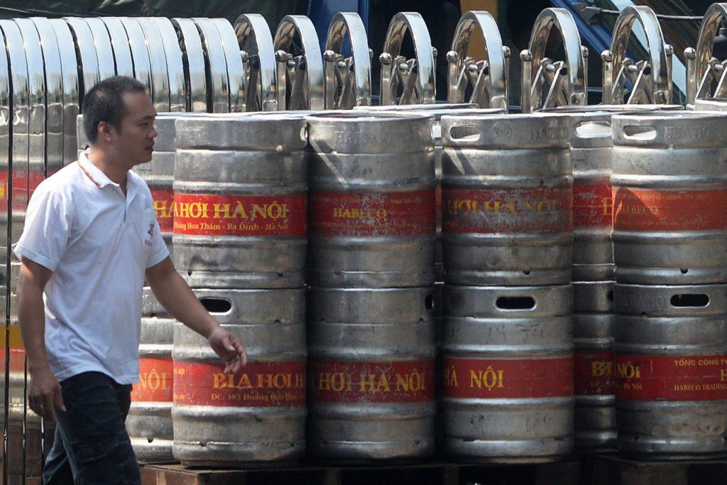 Xưởng bia Habeco ở Hà Nội. Nguồn ảnh: Hoàng Đình Nam / AFP qua Getty Images