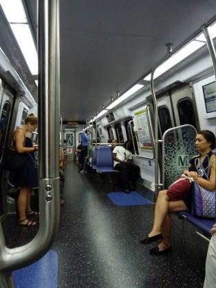 Ez egy kicsit csalás, mert ez egy új metrószerelvény, amiből egyelőre 4 van összesen, az összes többi pont úgy néz ki ma is, mint a baloldali képen.