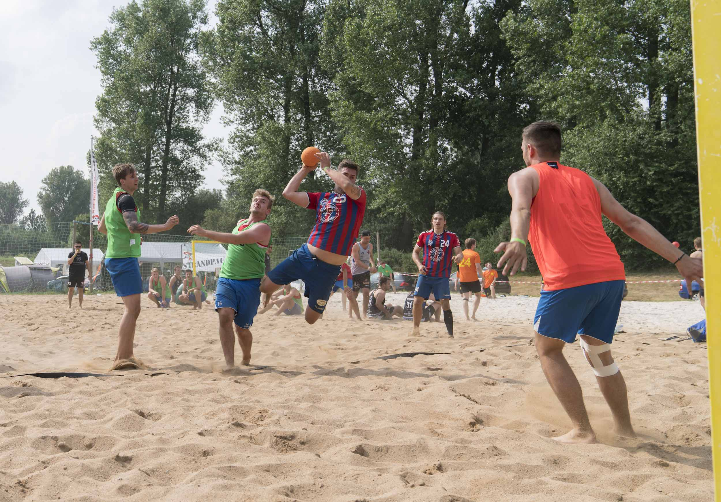 Hannover Beachhandball mit dem dreckigen Dutzend and Friends