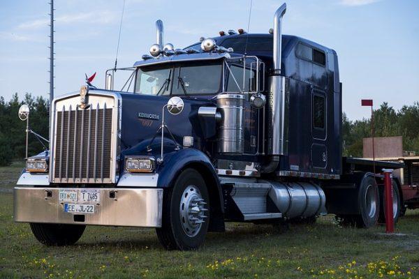 truck-2663163_640