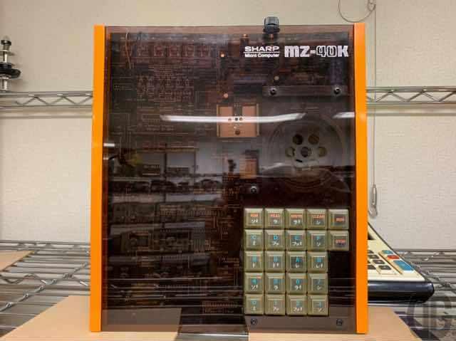 富士通のMB8843と言う4ビットCPUを搭載した完成品キットSHARP MZ-40K。MZの始祖らしいです。