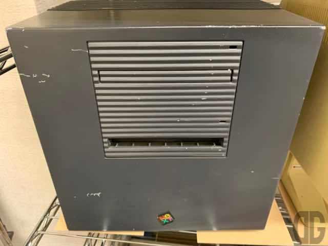 MOドライブから起動するというNEXT。Appleを追い出されたスティーブ・ジョブズが作った会社。思想は良かったけどハードがまだまだ追いついてない感あり。実物は初めて見ました。