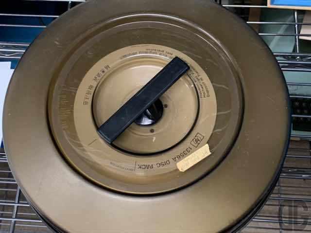 磁気ディスクパック。先輩から話は聴いたことがあるんですが、実物見たのは初めて。