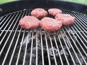 Para esta ocasión decidí preparar mini hamburguesas, el diametro es de alrededor de 10 cm pero el ancho es de 2.5 cm.