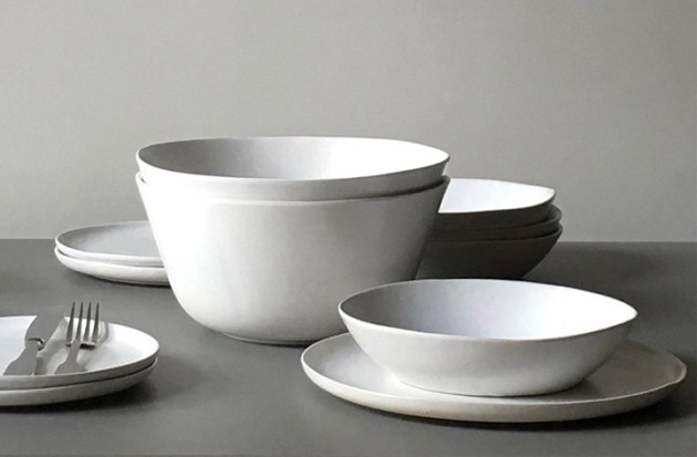 roundup-everyday-white-dishes-homestories-stoneware-desmitten