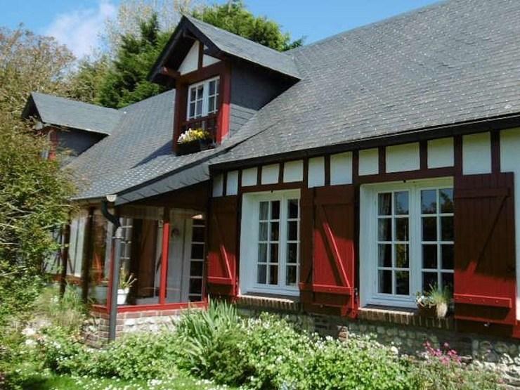 VENDUJolie maison traditionnelle d'inspiration normande.