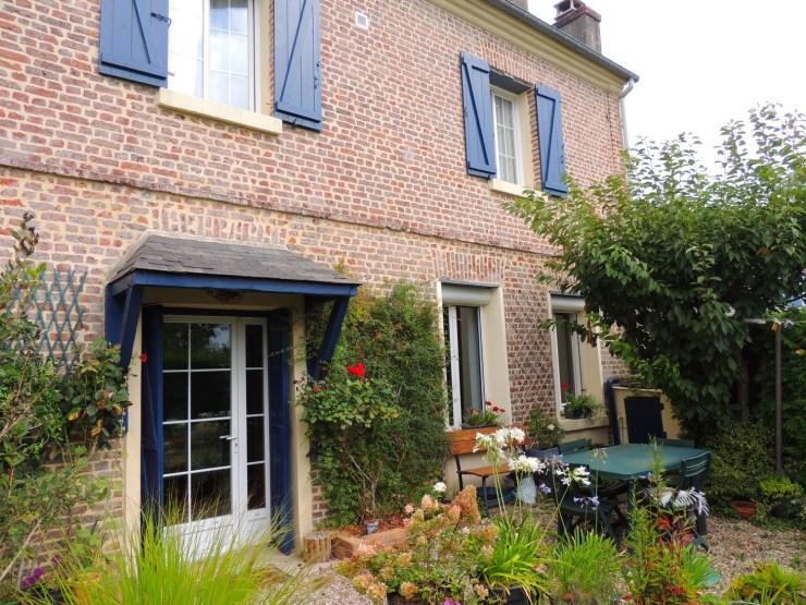 Nos coups de coeursRolleville charmante maison briques & silex F4 + Bureau