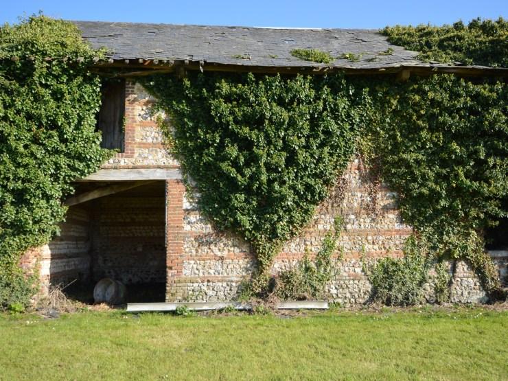 Sandouville bâtiment à rénover sur 1980m²