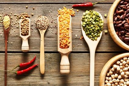 Brühen und Suppen mit Hülsenfrüchten