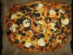 Gemuese-Pizza mit Pilz-Salz Meersalz Mischpilze wuerzen