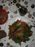 roher Salat mit Brennessel-Pesto