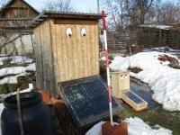 Eine kleine Schwester bauen grosser und kleiner Solartrockner