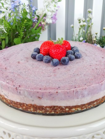 Roher Beeren-Cheesecake von Deliciously Ella