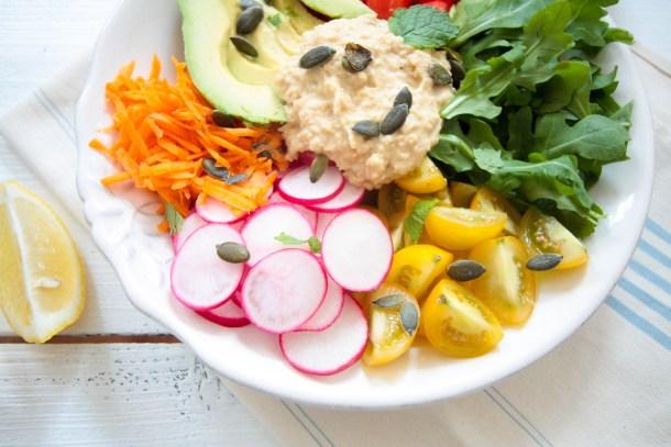 Hummus-Salat-mit-Tahin-Minze-Dressing-4
