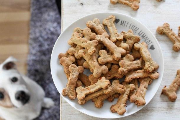 Gesunde Hundeleckerlis mit Banane und Karotten - vegan, ohne raffinierten Zucker, glutenfrei - de.heavenlynnhealthy.com
