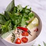Thailändische Kokossuppe (Tom Kha Veggie) - rein pflanzlich, vegan, ohne raffinierten Zucker , glutenfrei - de.heavenlynnhealthy.com