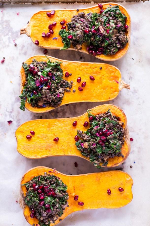 Gefüllte Butternut-Kürbisse mit Linsen und Granatapfel - vegan, glutenfrei, rein pflanzlich, ohne raffinierten Zucker - de.heavenlynnhealthy.com