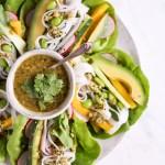 25 Minuten Salatwraps mit dem besten Cashew-Koriander-Dip