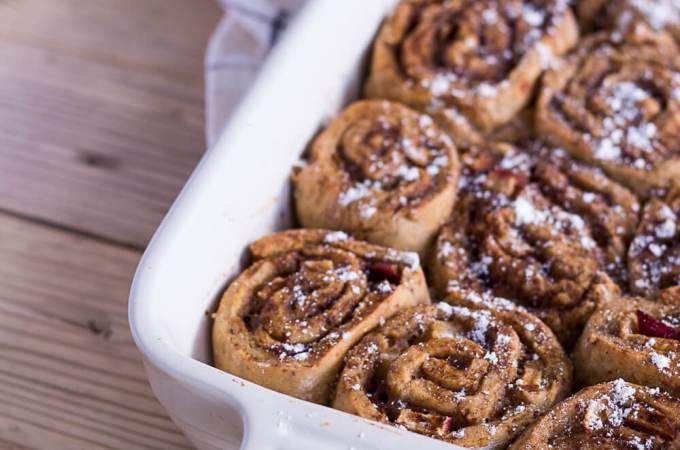 Gesündere Apfel-Zimtschnecken - rein pflanzlich, vegan, glutenfreie Option, ohne raffinierten Zucker - de.heavenlynnhealthy.com