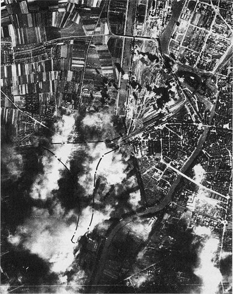 Datei:Heilbronn 19440910 Luftangriff.jpg