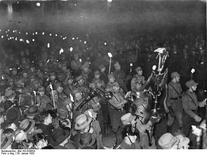 Datei:Bundesarchiv Bild 102-02985A, Berlin, Fackelzug zur Machtergreifung Hitlers.jpg