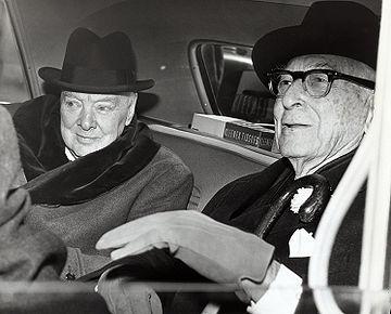 Winston Churchil a židovský finančník, burzovní spekulant a manažer válečného hospodářství USABernard Baruch