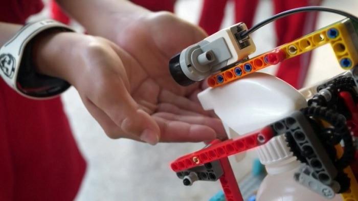Desinfizieren von Robotern Hands Free Desinfektionsmittel