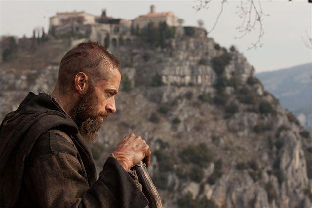 Szene aus 'Les Miserables' mit Hugh Jackman als Jean Valjeans; Quelle: Filmstarts.de