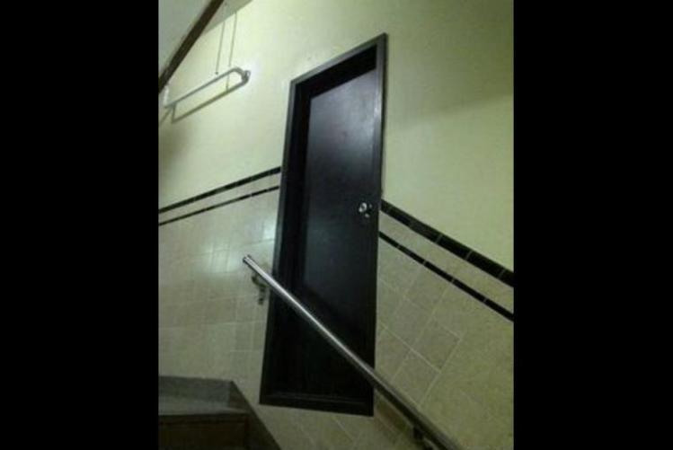 puerta. errores épicos, albañiles, construcción, maestro, albañilería, mala planeación, arquitectura,