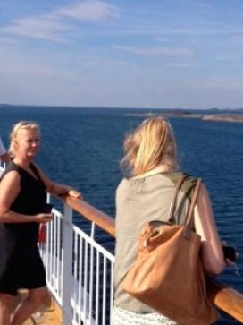 puberdochter met moeder aan boord van Hurtigrutenschip de Trollfjord