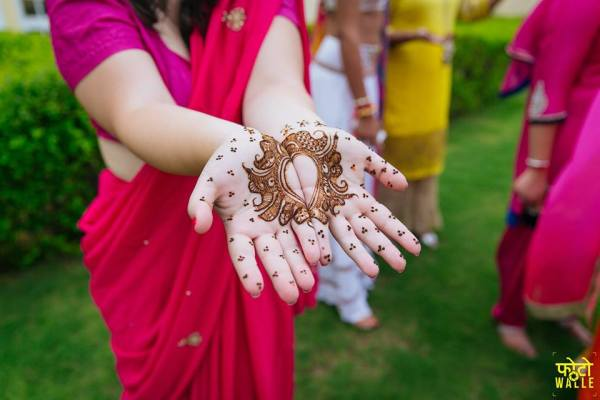 simple mehndi design- butti design ideas for bridal mehndi
