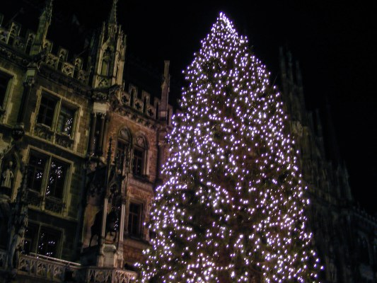 Christmas Tree in Marienplatz, Munich  © Dead Book Darling 2013