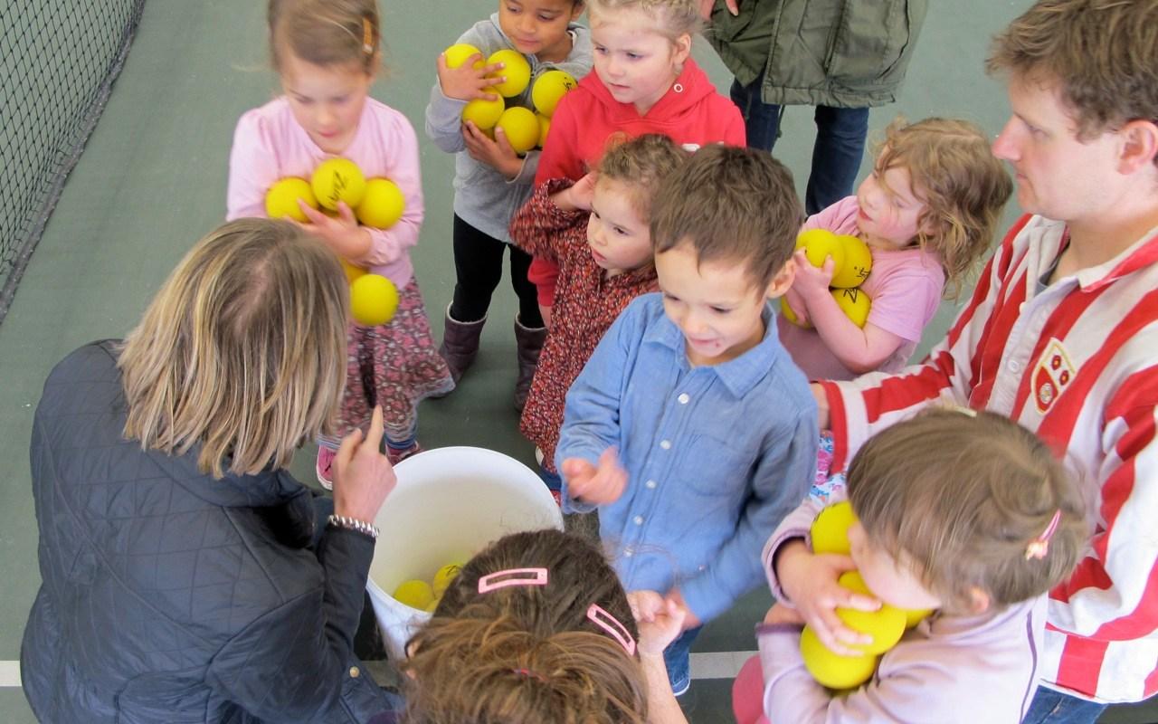 deaf_parents_deaf_children_tennis_2012_ball kids
