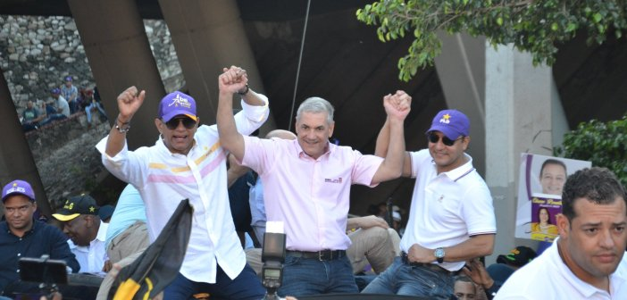 Candidato presidencial PLD encabeza multitudinaria marcha en Santiago
