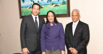 Gobernadora de Santiago juramenta subdirector del Tabaco