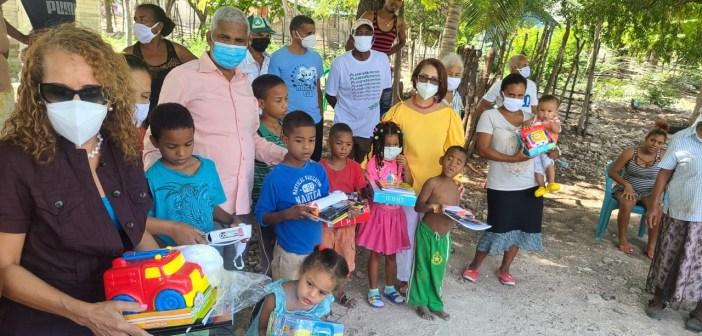 Fundación Contra el Tabaquismo lleva apoyo a Ranchería de Azua
