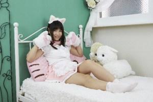 girl_bed_cat