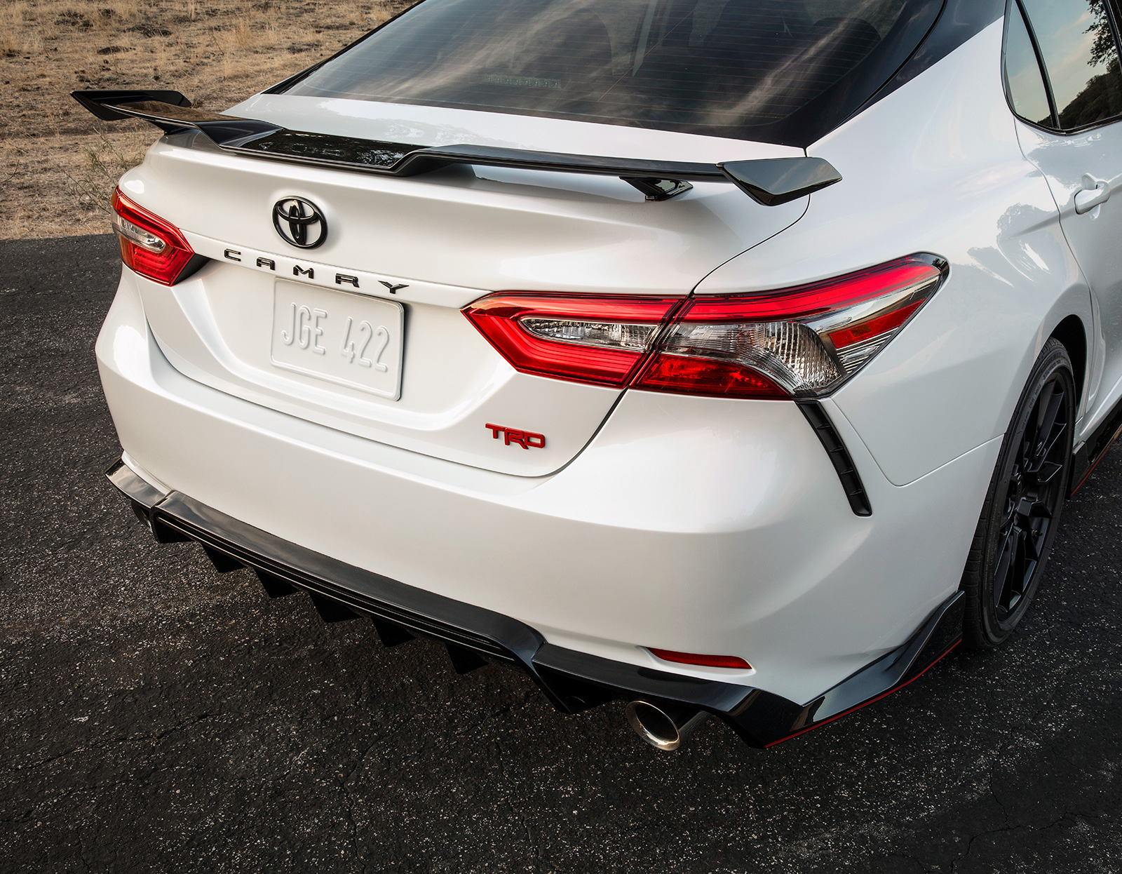 model features of the 2020 toyota camry