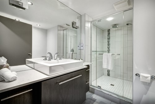 Great Bathroom Remodeling Ideas from a Hotel Bathroom ... on Great Bathroom Ideas  id=98746