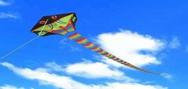 كيف تصنع طائرة ورقية تطير إلي مسافة بعيدة؟