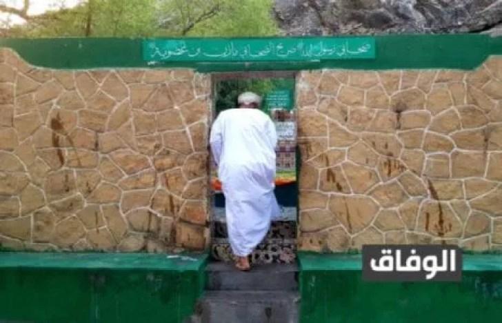 أول من أسلم من أهل عمان