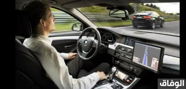 تفسير حلم ركوب السيارة مع شخص تحبه في المقعد الخلفي