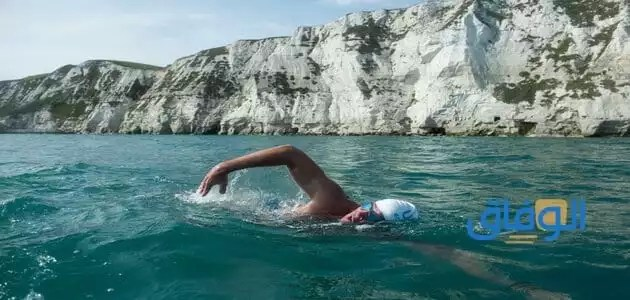 تفسير حلم السباحة في البحر مع شخص غريب للعزباء
