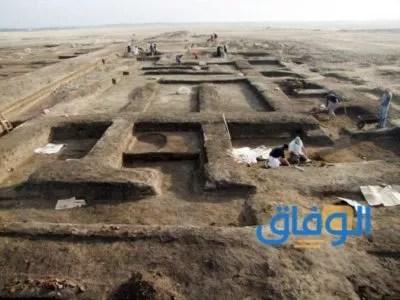 الطبقة الطينية والمقابر الفرعونية